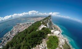 Fisheye Ansicht des Gibraltar-Felsens, des Schachtes und der Stadt von Stockbild