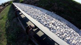 Fisheye des pierres d'une courroie de transporteur banque de vidéos