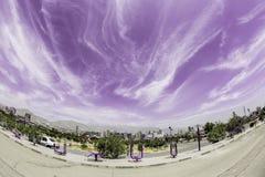 Fisheye himmel och stad Arkivbilder