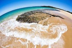 Fisheye sikt av den tropiska stranden Arkivbilder