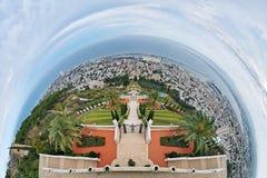 Fisheye sikt av Haifa och Bahai trädgårdar, Israel Arkivbilder