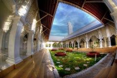 Fisheye sikt av moskén med härligt landskap arkivfoto