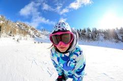 Fisheye vinterstående av en flicka Arkivbilder