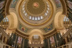 Fisheye widok rotunda i wewnętrzna kopuła Wisconsin Twierdzimy Capitol Obraz Royalty Free