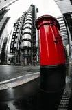 Fisheyemening van Lloyds-gebouwen en rode brievenbus, financieel district, Stad van Londen royalty-vrije stock afbeelding
