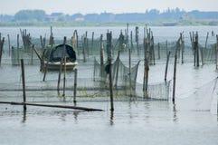 Fishging-Netze bei Zhouzhuang stockfotos