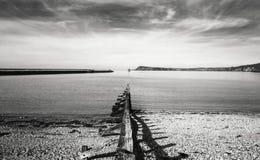 Φυσική άποψη πέρα από τον κόλπο Fishguard στην Ουαλία, UK στοκ εικόνες
