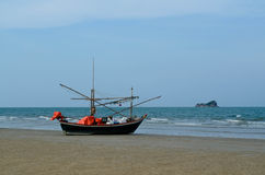 Fishing boat on a beach Royalty Free Stock Photos