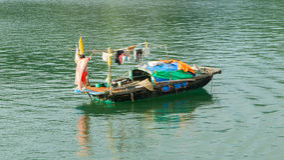 Fishing boat in the Ha Long Bay Royalty Free Stock Photos