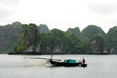 Fishing boat in ha long bay, vietnam Royalty Free Stock Photos