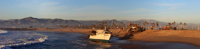 Fishing Boat Rescue. VENTURA, CA, USA - January 8, 2010 - The fishing boat SAI GON I ran aground after 4 people were rescued early morning. The rescue team tried Stock Photo