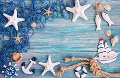 Fishing net with starfish and sea decorations Royalty Free Stock Photography