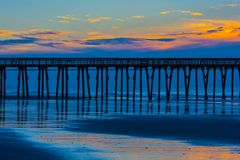 Fishing pier in the blue and gold dawn Royalty Free Stock Photos