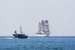 Fishingboat spotyka fullrigger chrześcijanina Radich Zdjęcia Stock