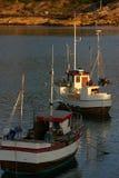Fishingboats dans le coucher du soleil Image libre de droits