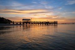 FishingPier en la puesta del sol fotografía de archivo libre de regalías