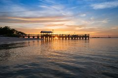 FishingPier no por do sol Fotos de Stock Royalty Free