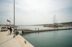 Fishmans no porto de Sarafovo no búlgaro Burgas foto de stock