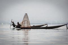 2 fishmen на озере Inle Стоковое Фото