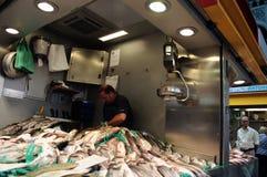Fishmonger at an indoors market 7 Royalty Free Stock Photos