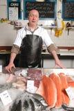 Fishmonger no avental Imagens de Stock
