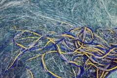 Fishnet gesehen auf das Boot im Reifen stockfoto