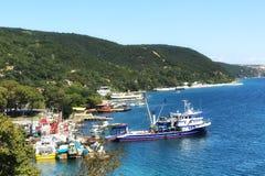 Fishport di Rumelikavagi con la montagna Immagine Stock