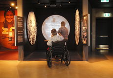Fisicamente disabile ed il museo dei diritti umani Fotografia Stock
