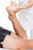 Fisioterapeuta e paciente imagens de stock