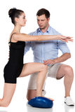 Fisioterapeuta que trata o paciente Imagem de Stock