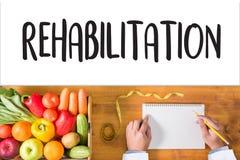 Fisioterapia moderna da reabilitação da REABILITAÇÃO, REHABILIT foto de stock