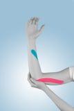 Fisioterapia per dolore, i dolori e la tensione del gomito Fotografia Stock Libera da Diritti