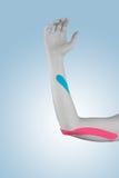 Fisioterapia per dolore, i dolori e la tensione del gomito Fotografia Stock