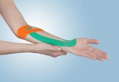 Fisioterapia per dolore, i dolori e la tensione del polso Fotografia Stock Libera da Diritti