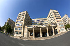 Fisk-ögat bilden av byggnaden för gamlan IG Farben, nu inhyser det det Goethe universitetet Arkivbild