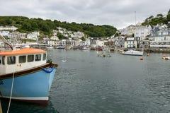 Fisk-fartyg och by, Looe Royaltyfri Bild