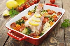 fisk grillade grönsaker Fotografering för Bildbyråer