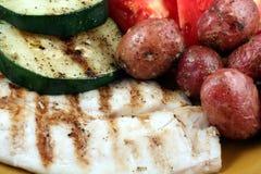 fisk grillade grönsaker Arkivfoto