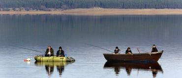 Fisk-man fiske på sjön Arkivfoton