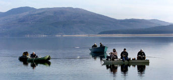 Fisk-man fiske på sjön Arkivbild