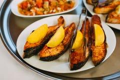 Fisk med citronen royaltyfri bild