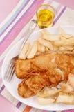 Fisk- och fransmansmåfiskar på en platta Royaltyfri Bild