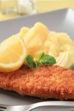 fisk stekt mosad potatis royaltyfri bild