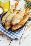 fisk stekt stekpanna Royaltyfria Bilder