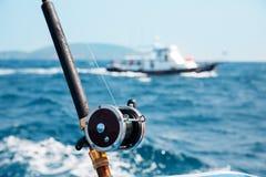 Fiska att fiska med drag i i det Andaman havet Arkivbild