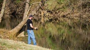 Fiska för forell Arkivfoto