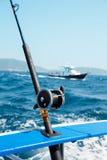 Fiska fiska med drag i tonfisk i det Andaman havet Royaltyfri Foto