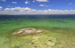 Fiska hålet i Yellowstone sjön Arkivbild