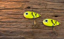 Fiska kroken på wood bakgrund Royaltyfria Foton