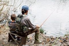 Fiska med farfadern arkivfoto